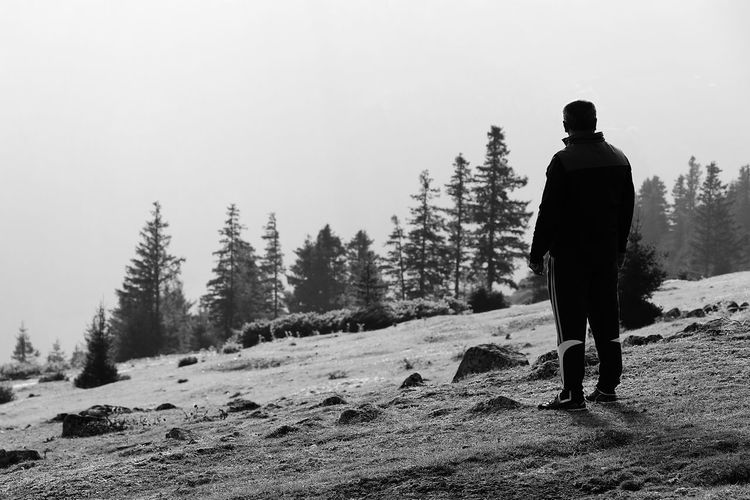 EyeEm Best Shots Forest Blackwhite Blackwhitephotography Tree Warm Clothing Snow Cold Temperature Winter Full Length Men Silhouette Mountain Forest Ski Holiday