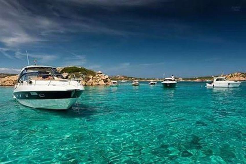 Blu Paradise ❤🌊⛵🌞 Sardinia Piscine Arcipelagodellamaddalena Gianlucacericolaphotography Instasardegna Instalike Instagood Pictureoftheday Follow Followme Picoftheday