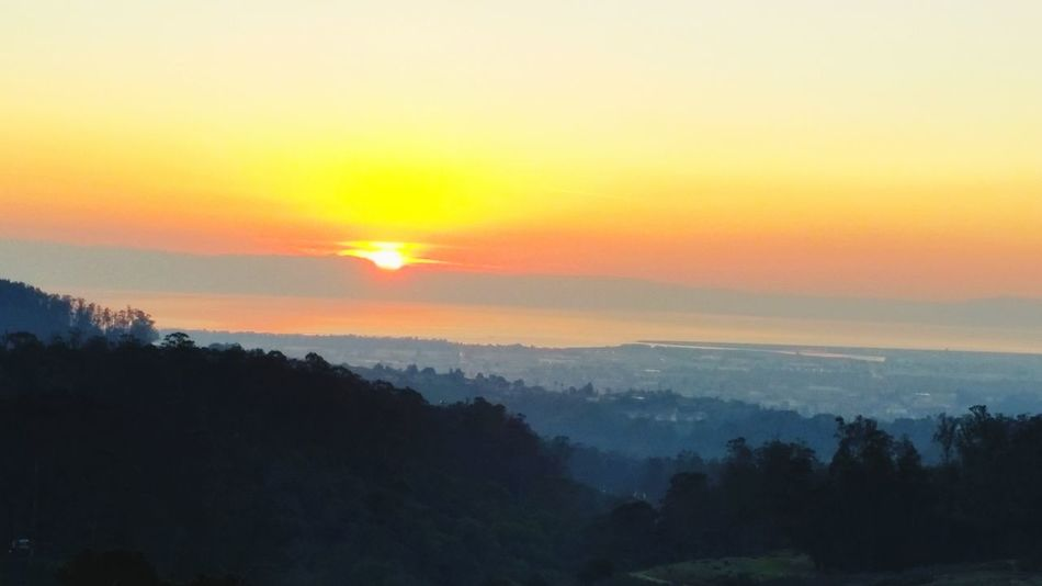 Sunset over the Santa Cruz Mountains from the highest peak in Lake Chabot Regional Park. Down below is San Leandro and Oakland with the water of the Bay just past that. Sunset Sun Sky Mountains San Francisco Oakland SFBay Santacruzmountains Lakechabot