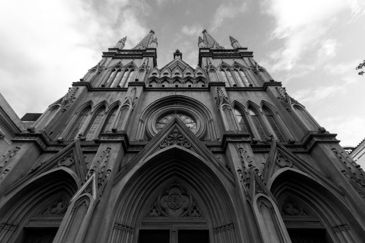 Black & White Architecture Black And White Blackandwhite Blackandwhite Photography Building Exterior Built Structure Cloud - Sky Day Façade History Julhofragaphotography Low Angle View No People Outdoors Place Of Worship Religion Rose Window Sky Spirituality
