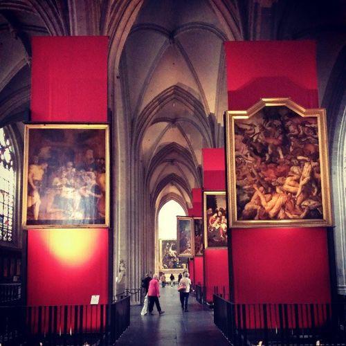 アントワープの大聖堂は美術館みたい。ついに人恋しくてバスツアーで来ました(笑)日本人いた〜!( ;∀;) Bruxelles Antewerpen Church
