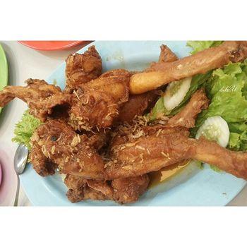I think it's only in Binjai chicken-size fried frogs haha Yummy Medanfood Kulinermedan kulinerIndonesia Nusantara asianfood gastronomy foodphotography foodie foodgasm foodporn Chinesefood lgg2 yum instafood foodstagram foodlover Indonesiantimes describeIndonesia IeatIndonesia