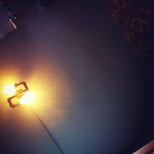 燈 昏暗 老