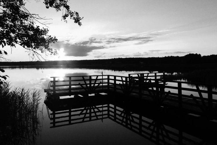 Water Lake Nature Sky Black Whie Blackandwhite No People Alone Sun Summer Summer Views View Sunrise Sunset First Eyeem Photo