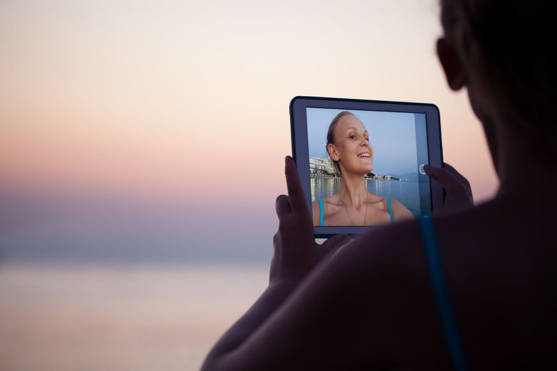Beach Caucasian Horizontal Pad Photo Photograph Photographing Resort Selfie Shore TAB Tablet Take Picture Technology Touchpad Use Wireless Woman