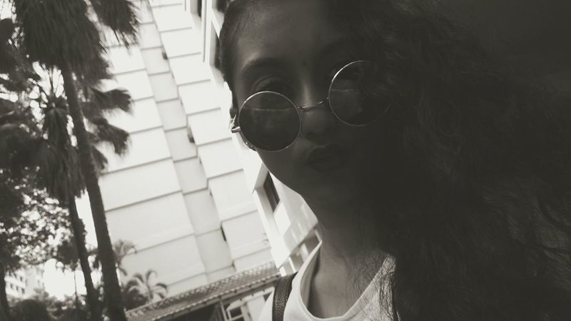 Sunglasses Women Headshot Adult Portrait Young Adult Outdoors One Woman Only Close-up Day Dark Vibes Catch The Moment Long Hair Hello World Eyeglasses  Confidence  That's Me Vibes Nature