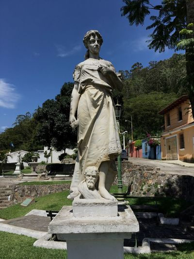 Guatemala Antigua Guatemala 502 🇬🇹 Human Representation Statue Art Memorial Park - Man Made Space Pedestal Architecture