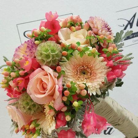 Bridal Bouquet by Alea. congrats!!! Alea Bridalbouquet RamoDeNovia Bodas Bride Rosas Roses Inspiration Inlove Flowers Fleurs Fiori Blumen Mazzodifiori Bouquetsposa Vigo SPAIN Coral Lovemyjob