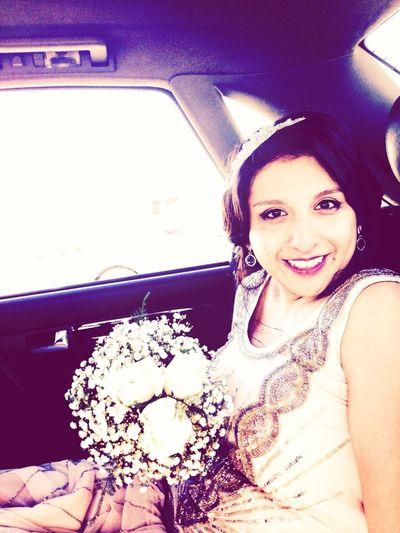La novia, para cumplir con la tradición, llegó tarde. Andieyfhil