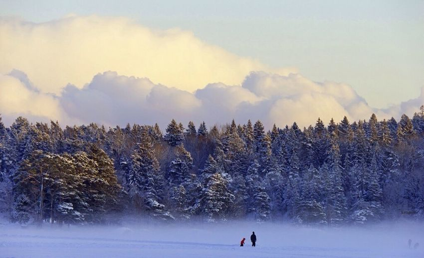 Big clouds small people Clouds Winter Albyfriluftsområde Alby  Tyresö Walkonice Lake Nature_collection Nature Photography Landscape_Collection Landscape_photography Forestwalk Forest Photography FreshonEyeem