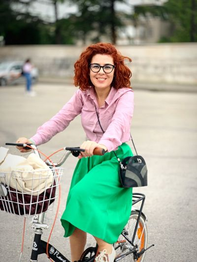 Glasses Red Hair Riding Around IPhone Bicycling 35-40 Years Old Red Headed Riding Bike Bicycle Bike EyeEm Selects Glasses Women One Person Adult Transportation Portrait Redhead Lifestyles Curly Hair Hairstyle Young Adult Happiness Fashion Bag Dyed Red Hair Smiling Shopping Emotion Consumerism