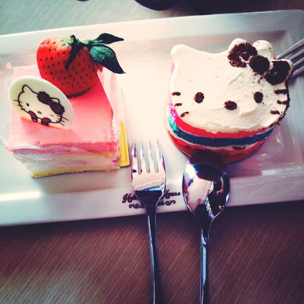 hello kitty cake ? Relaxing