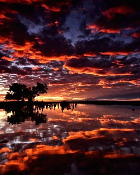 Sunset Water Tranquil Scene Scenics Tranquility Orange Color Reflection Lake Idyllic Silhouette Calm Majestic Cloud - Sky Dramatic Sky Nature Sky Waterfront Atmosphere Atmospheric Mood