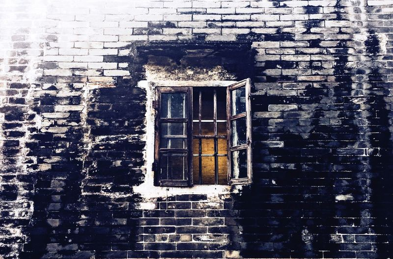 dress First Eyeem Photo Window Architecture Built Structure Building Exterior Day No People Outdoors