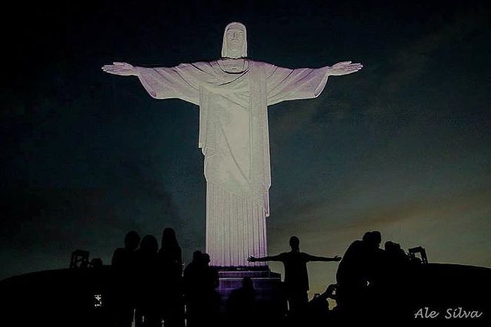 Image the statue of Christ the Redeemer in Rio de Janeiro. . Foto: Ale Silva - Foco Fixo © @alesilva_rj_br Photooftheday Photo Art Everydayusa Streetphotography UrbanART Composition Everydaybrasil Capture Moment Everydaylatinoameria Instacool Love Canon Instago Rioeuamoeucuido Rio450 Rio2016