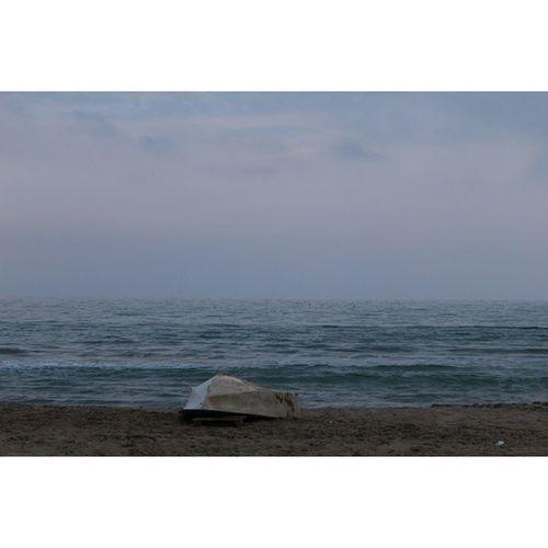 Verso l'infinito. Infinito Nocrop Canon Reflex 1200D 58mm EOS Ios Petacciato Pic Photo Ph Images Life Solocosebelle Barça Sea Spiaggia Instapic Instafoto Cold Azzurro Blu Onde