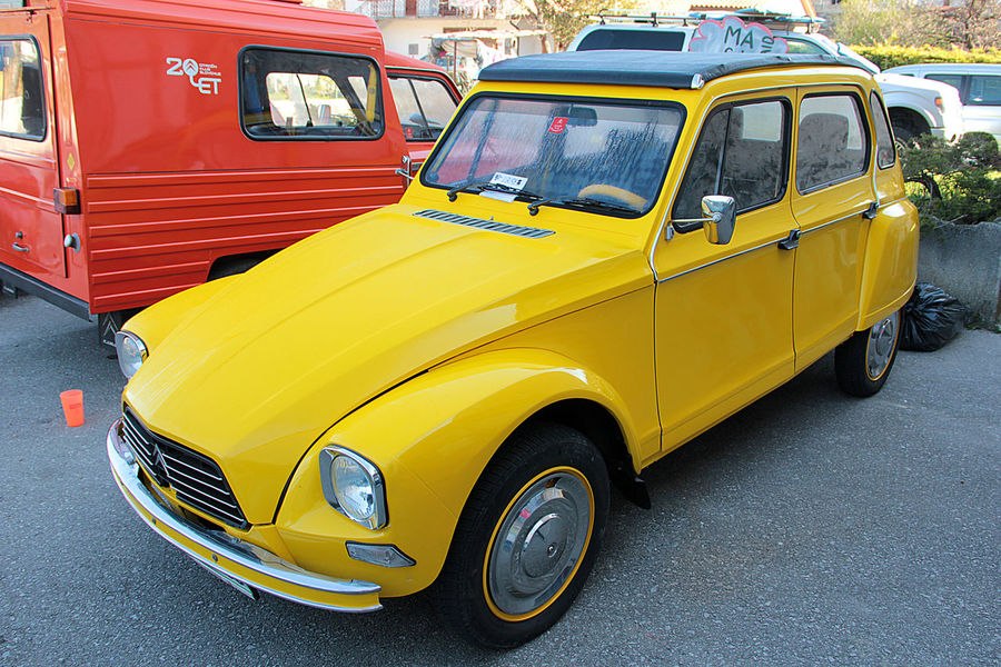 Citroen City Collector's Car Day Dyane Land Vehicle No People Old-fashioned Outdoors Red Yellow