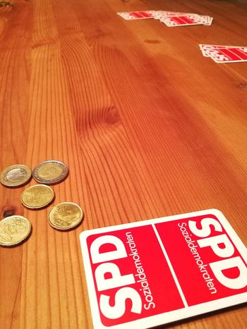 Wealth Text Currency Finance Indoors  No People Table Coin Close-up Luck Day Game Skat Playing Cards Spd Election German Social Democrat Social Democratic Party Of Germany