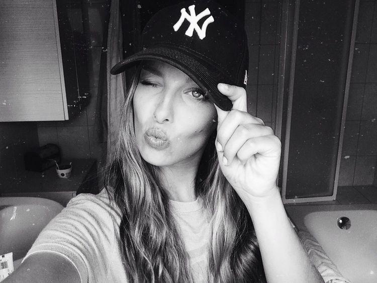 www.instagram.com/srhxn Self Portrait Selfie ✌ Yankees Summer Photography Inspiration Street Style Street Fashion Girl Fashion
