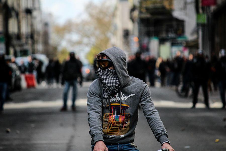 Boy of the street Streetphotography Street Riots Protesters Protest Onvautmieuxqueça Nantesjetaime Nantes Manifestation Loidutravail 9avril Canon100D Manif9avril