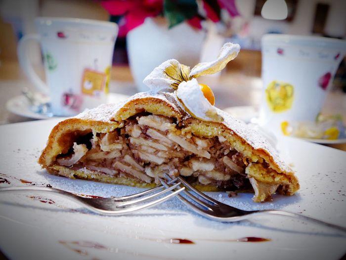 Lecker Lecker Essen  Leckerschmecker Apfelstrudel Strudel :) Cake♥ Foodporn Foodphotography On The Table What's For Dinner?