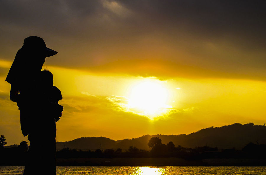 An Eye For Travel Beauty In Nature Cloud - Sky Nature Orange Color Real People Silhouette Sky Sun Sunlight Sunset