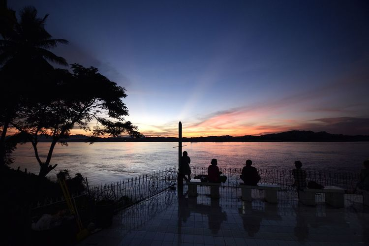 HYPNOTIC SUNSET Enjoy The Silence Red Blue Black Relaxing Silhouettes Sunset_collection Hypnotic Myanmar View No Time No Space Sunset
