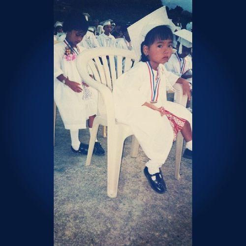 Flashbackfriday muna! :3 hahaa. d nmn aq glt sa camera nuon nuh? :'D Kindergraduation