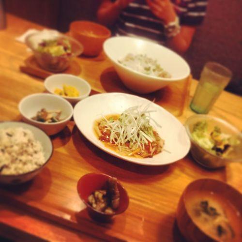 Humberger Set Meal Vegitables Chilling With Junior