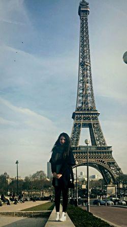 Paris La Tour Effel Tour Eiffel Love That's Me Tourisme Hello World Travelling France Girl