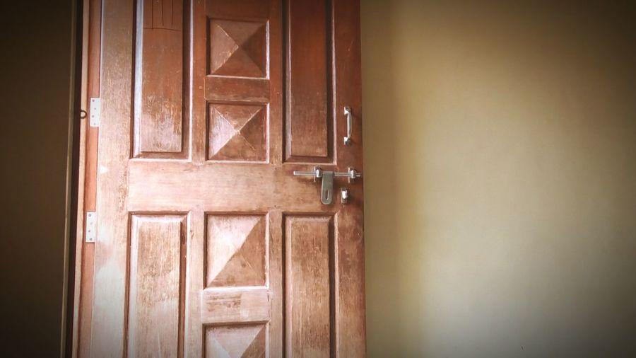 Door. Wood -
