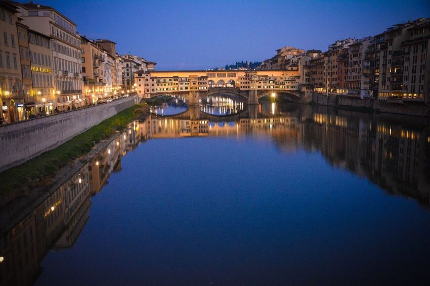 Florenz by night Italy Florence Bynight Sunset Sunset_collection Colerfull Beautiful Cityvibes Ponte Vecchio Adventures In The City