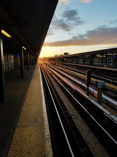 Roosevelt Avenue New York City Urbanphotography Golden Hour Railroad Track Railroad Station Platform Rail Transportation Railroad Station Bridge - Man Made Structure