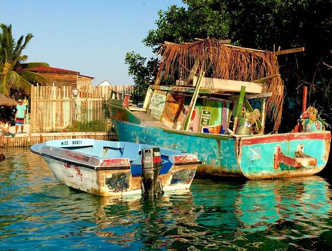 Feast of color Taking Photos Caye Caulker Water Boats⛵️ Go Slow I LOVE PHOTOGRAPHY Shoreline