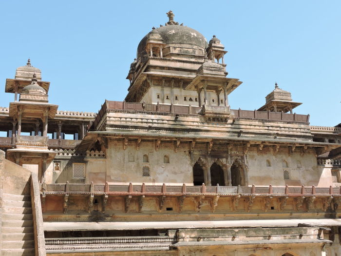 Orchha Fort Ancient Civilization Architecture Building Exterior Built Structure Clear Sky Day History Incredible India India Architecture Low Angle View Madhyapradesh Madhyapradeshtourism No People Orchha Outdoors Place Of Worship Sky Spirituality Travel Destinations