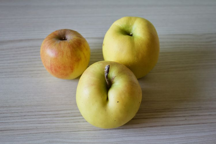 Healthy Eating Fruit Wellbeing Food Food And Drink Apple - Fruit Farmer Close-up Apple Garden Tree Organic
