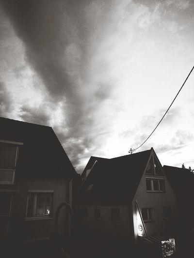 Coole wolkenbildung Night City