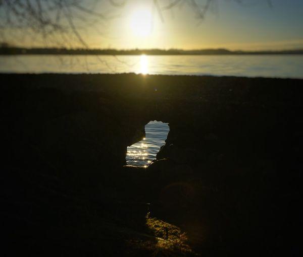 The hole Shotz_of_lombardia A7r2 Sony Sole Contrasto Controluce Sal24f20z Zeiss Lake Lucariva Lagodipusiano Lakepusiano Acqua Water Sea Reflection Beach Sun Sky Sunset Horizon Over Water Outdoors Beauty In Nature Sunlight No People Cloud - Sky