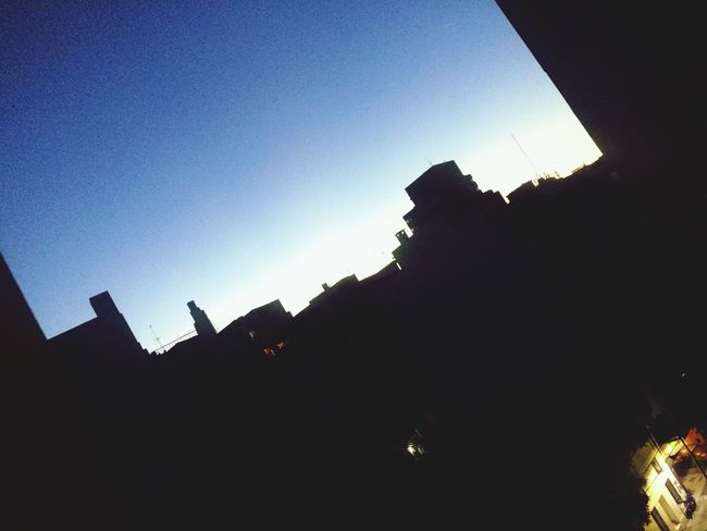 Buenos días, domingo. ❤️ Sunrise Silhouette Clear Sky Building Exterior Low Angle View Architecture Built Structure Outdoors Sky City Sunlight No People