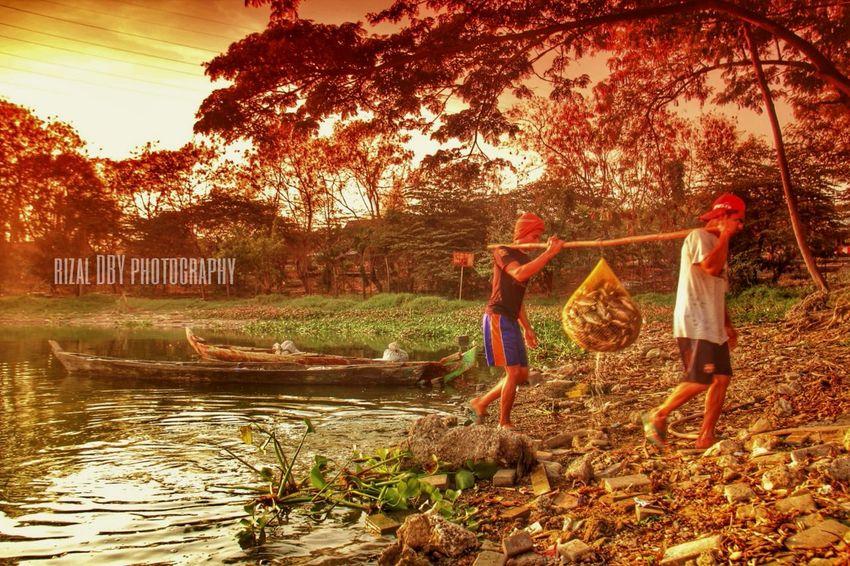 Para pencari ikan mujair Sunrise_sunsets_aroundworld Human Interest Landscape Ship