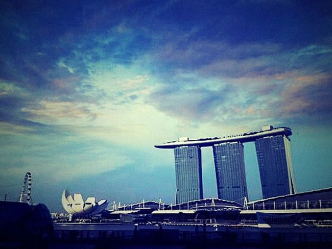 Marina bay sands Singapore, Taking Photos Relaxing Nice View Hotel View Clouds Clouds And Sky Hanging Out Have A Blessed Day Everyone!