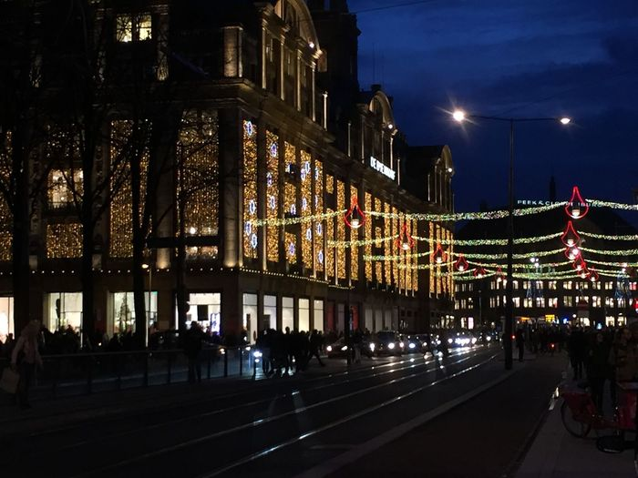 Your Amsterdam Bijenkorf Winkelen Shopping Mall Christmas Lights Shopping ♡ Shopping Time Streetphotography Street Road De Dam Square