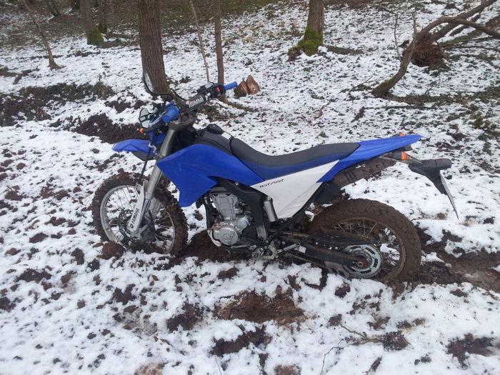 Enduro Yamaha Mud & Snow Taking Photos