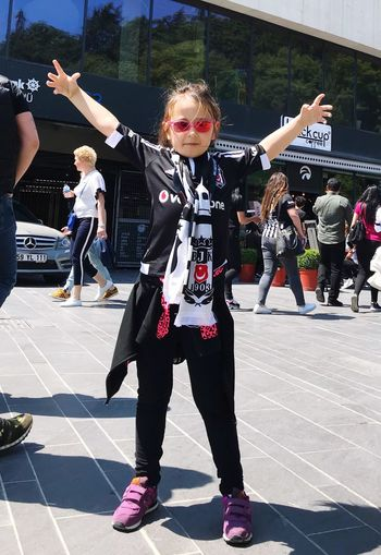 Mydaughter❤️ Mydaughter Daughter And Dad ❤ Daughter Kızım BJK Beşiktaşk Besiktas Real People Full Length Group Of People People Human Arm Celebration Day
