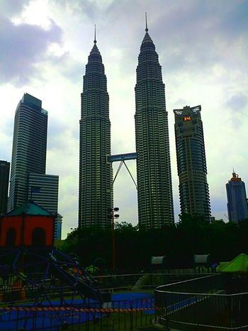 Hanging Out Architecture Kuala Lumpur Klcc Malaysia Hello World Landmark Awesome Architecture Kuala Lumpur City Center