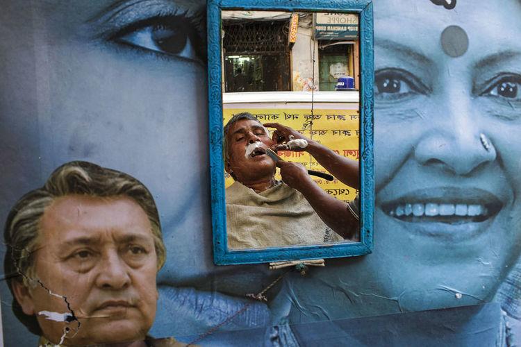 A street shave in Central Kolkata, India. 2013. India Kolkata Street Streetphotography Street Photography Barber The Street Photographer - 2017 EyeEm Awards