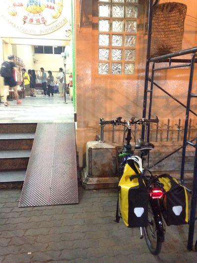 Night pray at Chinese temple Pray Bangkok Mybiketowork Nightride
