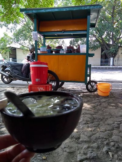 es cau INDONESIA Indonesian Street (Mobile) Photographie Indonesian Beverage Traditional Traditional Culture Traditional Drink Ice Refresh Cincau Streetphotography Street Photography Street Food Gerobak Tree Water Beverage