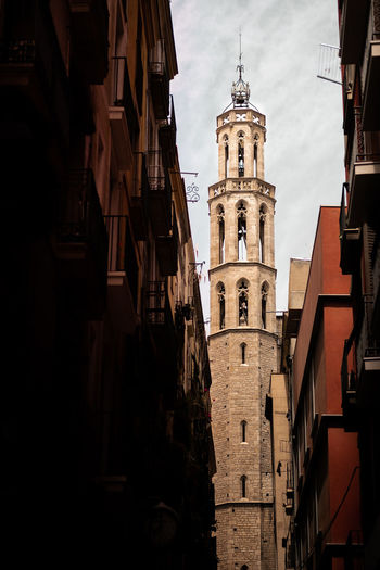 Oh my goth! Santa Maria del Mar, a gothic church in Barcelona, Spain. Barcelona Catalunya Church City SPAIN Architecture Belief Building Built Structure City Fujifilm Fujifilm_xseries History Low Angle View No People Outdoors Place Of Worship Religion Sky Spirituality Street Street Photography Streetphotography Tower Travel Destinations