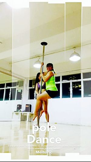 The Amazing Human Body Girl Sports Photography Today's Hot Look Poledance Beauty Avtivities Green Hobby Fun